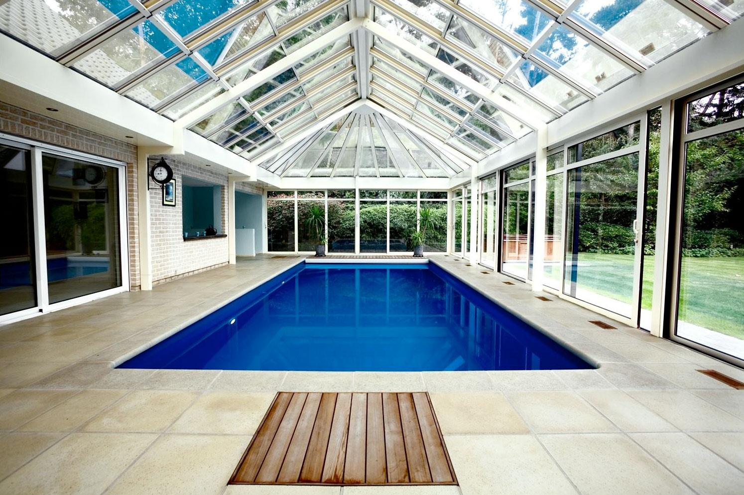 Zenyd en sliding roof applications swimming pool for Indoor garden pool